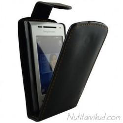 Mustad nahkkaaned  + ekraani kaitsekile Sony Ericsson Xperia X8